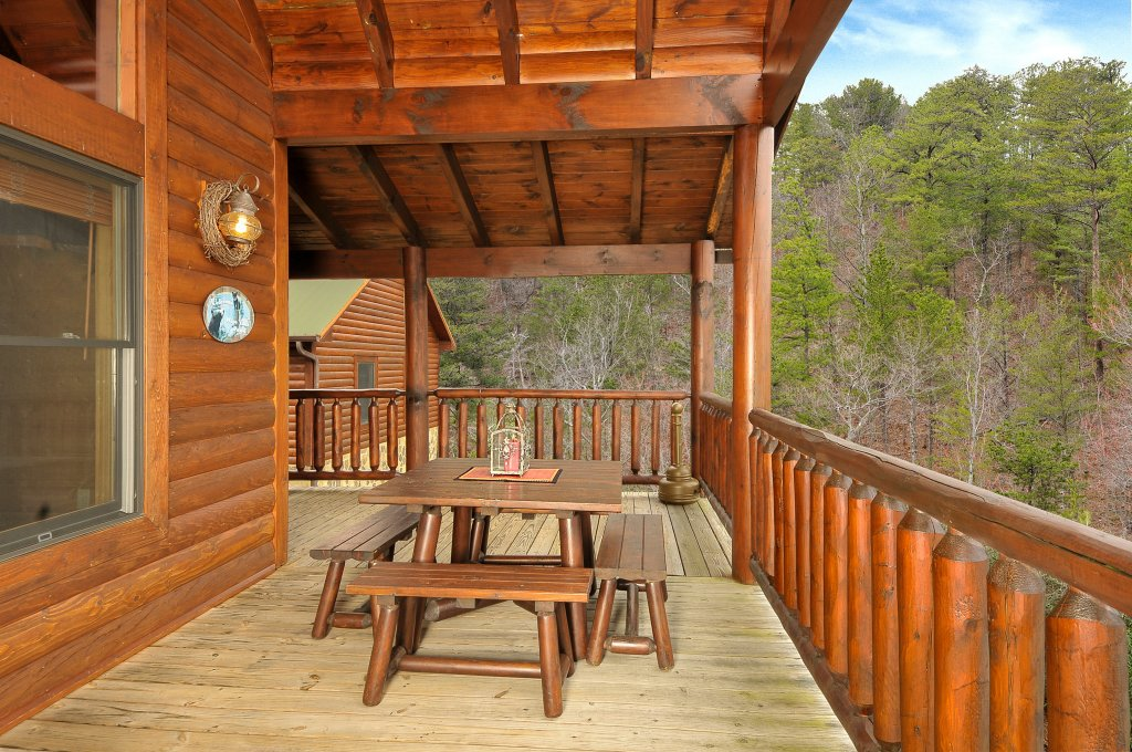 Photo of a Sevierville Cabin named Majestic Sunset Lodge - This is the sixteenth photo in the set.