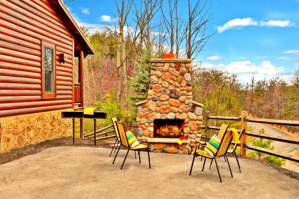 Photo of a Sevierville Cabin named Majestic Sunset Lodge - This is the eighteenth photo in the set.