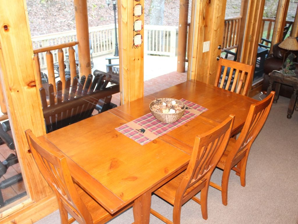 Photo of a Pigeon Forge Cabin named Creekside Dreams - This is the nineteenth photo in the set.