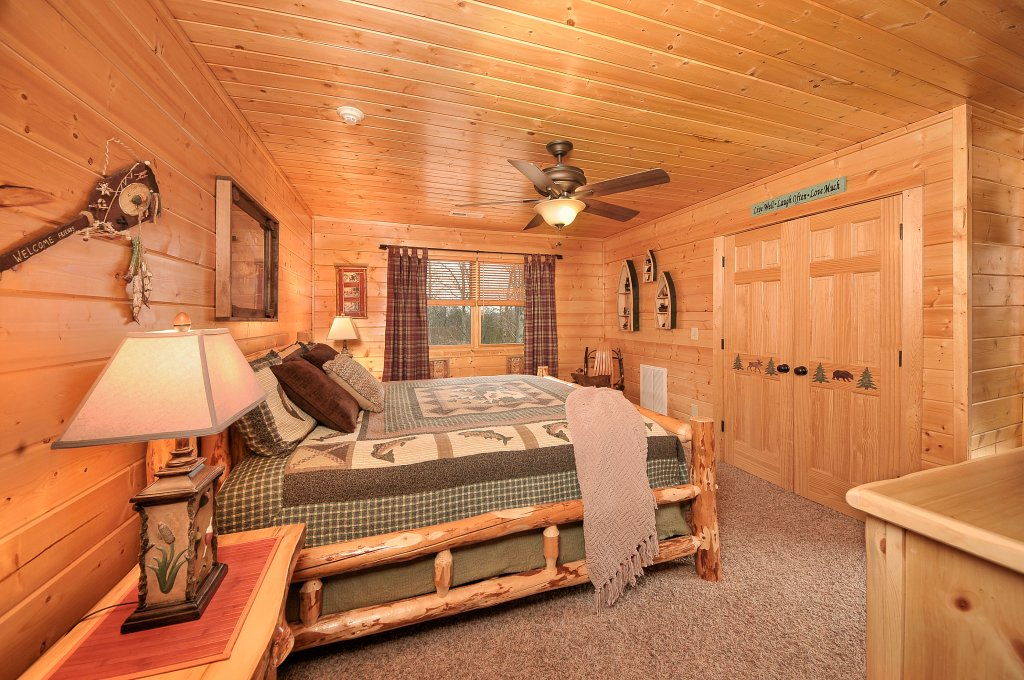 Photo of a Sevierville Cabin named Majestic Sunset Lodge - This is the twenty-sixth photo in the set.