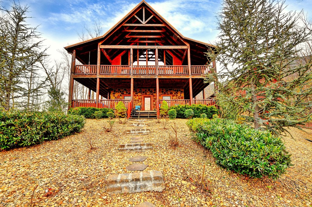 Photo of a Sevierville Cabin named Majestic Sunset Lodge - This is the first photo in the set.