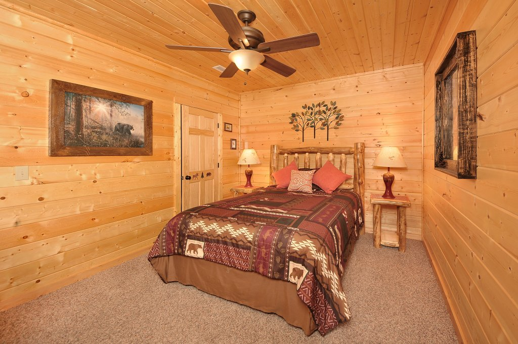 Photo of a Sevierville Cabin named Majestic Sunset Lodge - This is the thirty-sixth photo in the set.