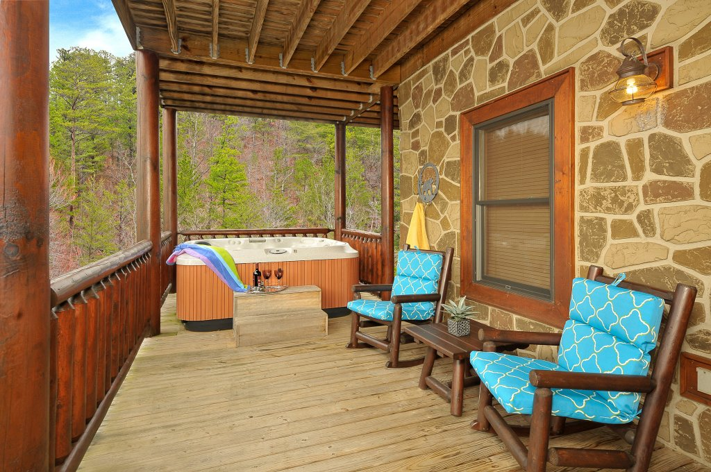 Photo of a Sevierville Cabin named Majestic Sunset Lodge - This is the forty-second photo in the set.