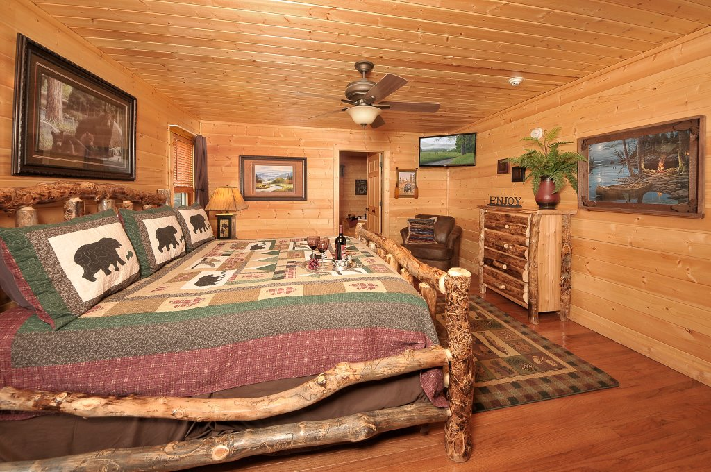 Photo of a Sevierville Cabin named Majestic Sunset Lodge - This is the twenty-second photo in the set.