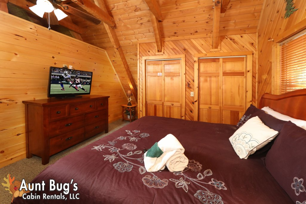 Photo of a Pigeon Forge Cabin named A Secluded Retreat #216 - This is the sixteenth photo in the set.