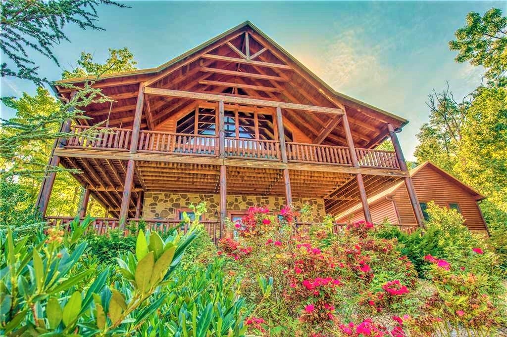 Photo of a Sevierville Cabin named Majestic Sunset Lodge - This is the third photo in the set.