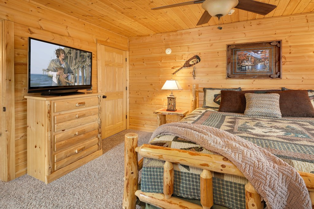 Photo of a Sevierville Cabin named Majestic Sunset Lodge - This is the twenty-eighth photo in the set.