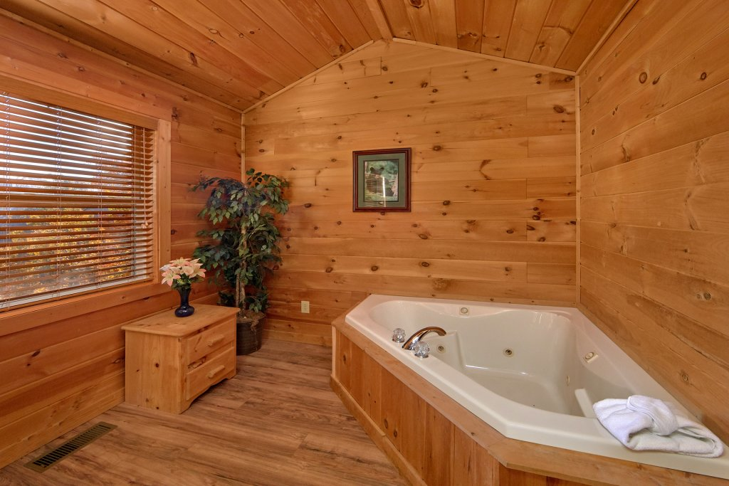 Photo of a Pigeon Forge Cabin named Big Pine Lodge - This is the twenty-fourth photo in the set.