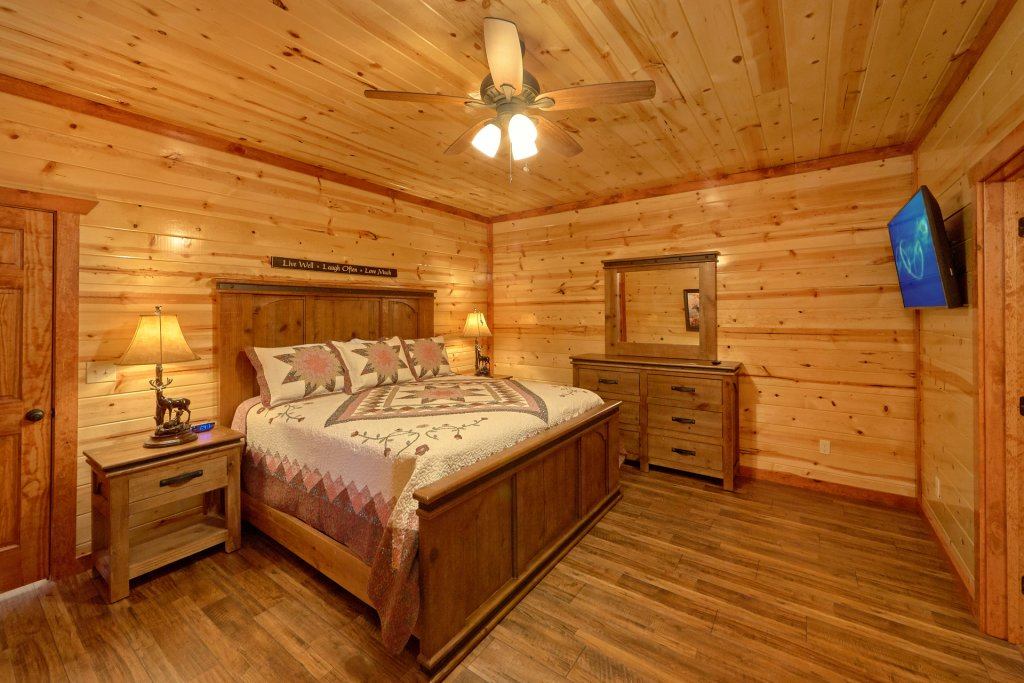 Photo of a Pigeon Forge Cabin named Summit Pool Lodge - This is the twentieth photo in the set.