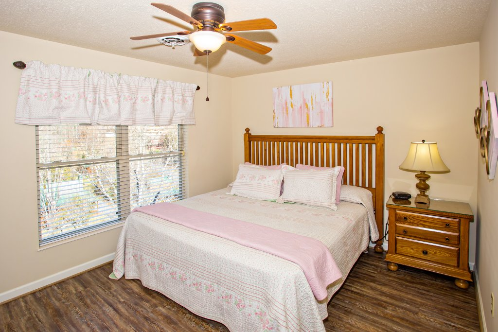 Photo of a Pigeon Forge Condo named Cedar Lodge 704 - This is the twelfth photo in the set.
