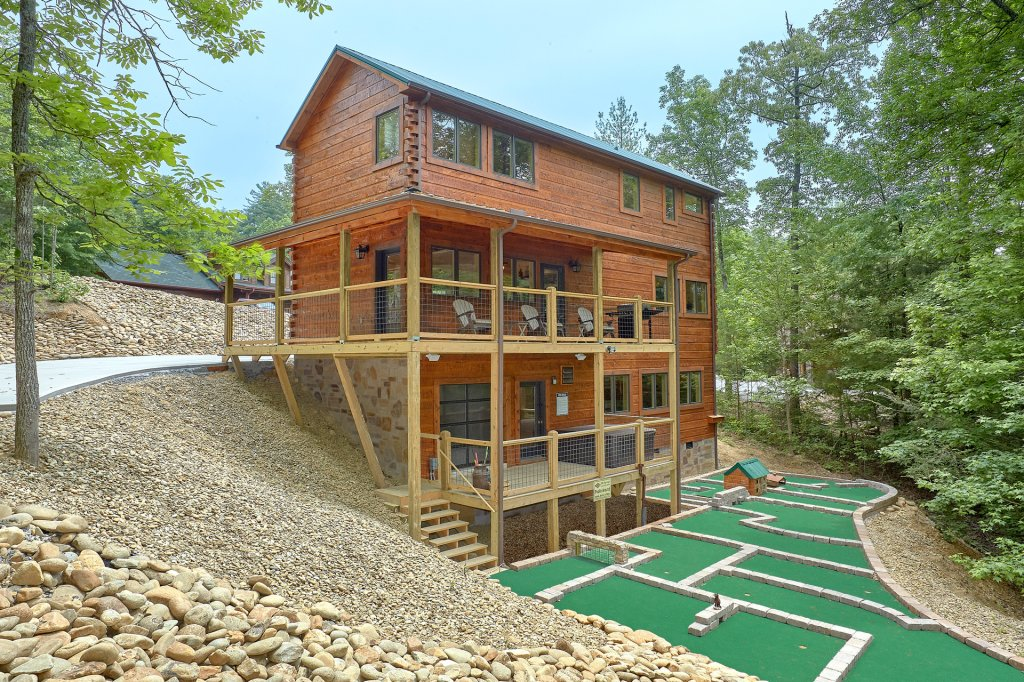 Photo of a Pigeon Forge Cabin named Poolin Around - This is the forty-sixth photo in the set.