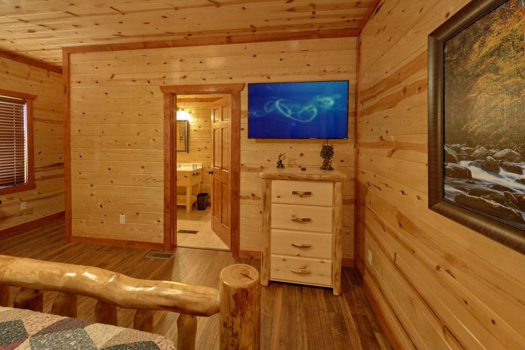 Photo of a Pigeon Forge Cabin named Summit Pool Lodge - This is the nineteenth photo in the set.