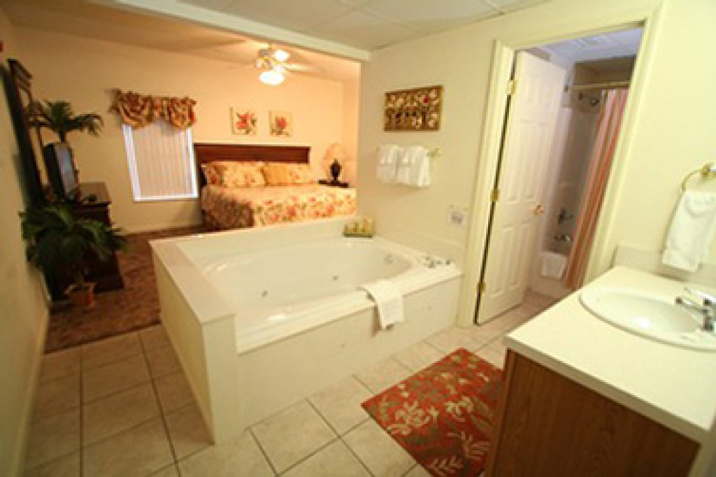 Photo of a Pigeon Forge Condo named Whispering Pines 614 - This is the eighth photo in the set.