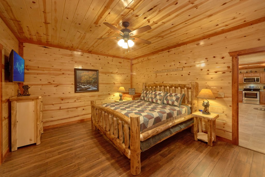 Photo of a Pigeon Forge Cabin named Summit Pool Lodge - This is the twenty-second photo in the set.
