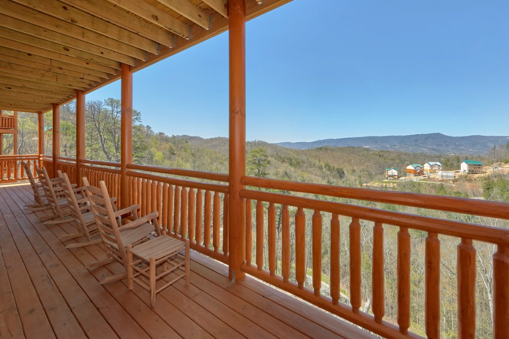 Photo of a Pigeon Forge Cabin named Summit Pool Lodge - This is the fifth photo in the set.