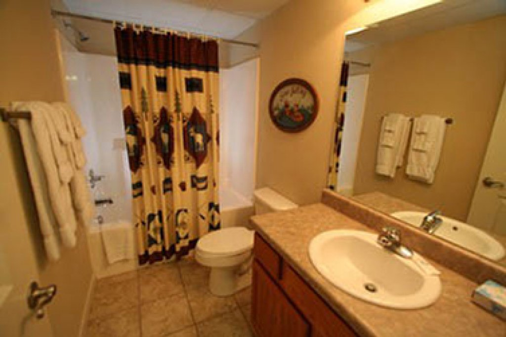 Photo of a Pigeon Forge Condo named Cedar Lodge 605 - This is the nineteenth photo in the set.
