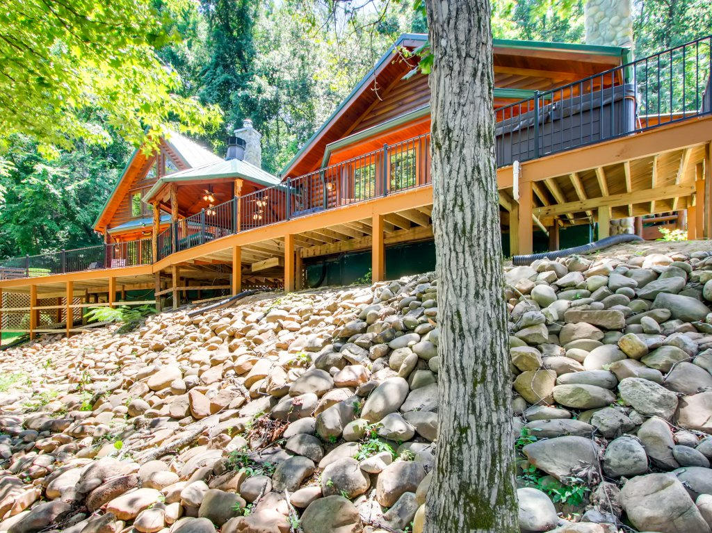 Photo of a Pigeon Forge Cabin named A River Adventure #4237 - This is the second photo in the set.