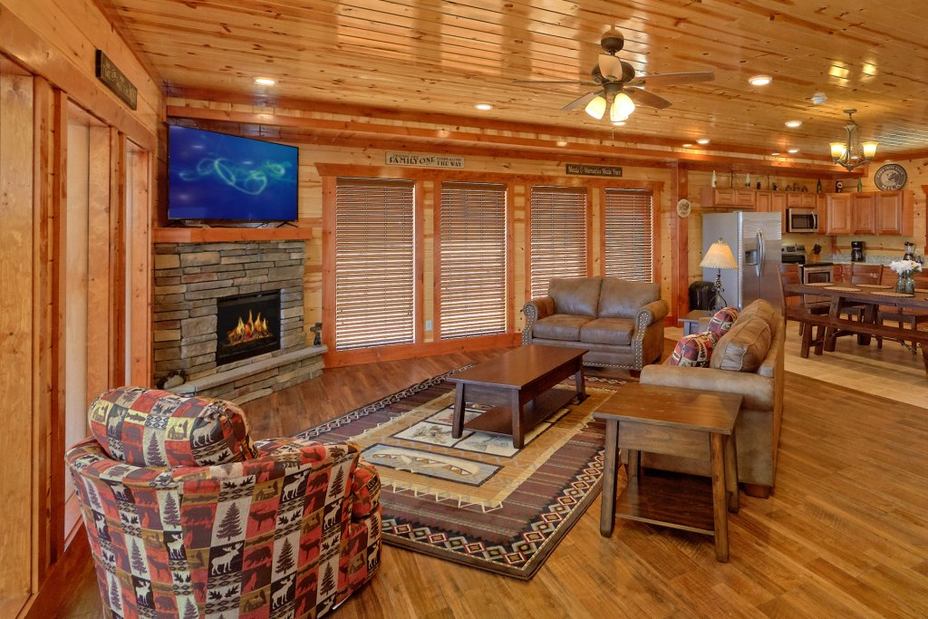Photo of a Pigeon Forge Cabin named Summit Pool Lodge - This is the ninth photo in the set.