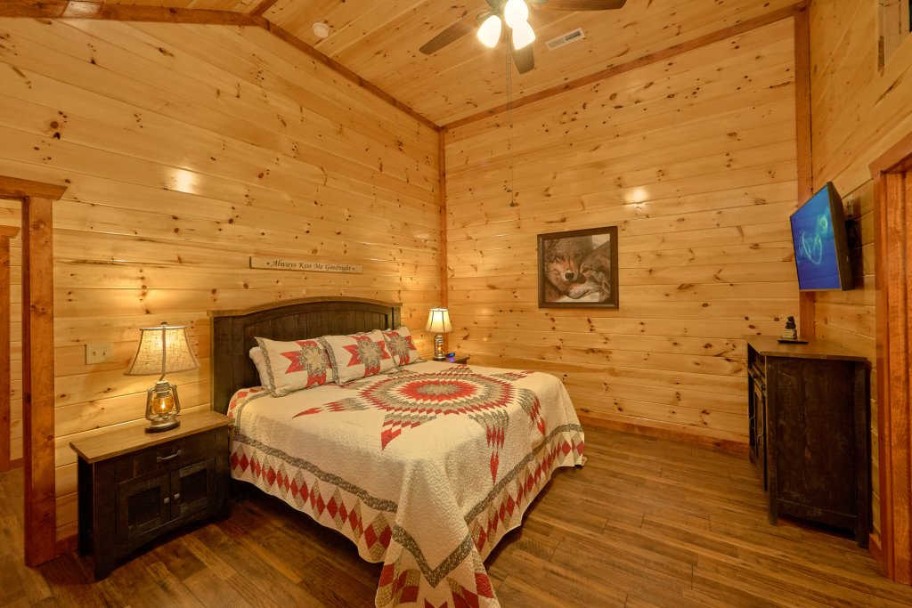 Photo of a Pigeon Forge Cabin named Summit Pool Lodge - This is the eighteenth photo in the set.