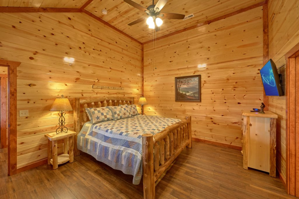 Photo of a Pigeon Forge Cabin named Summit Pool Lodge - This is the twenty-fourth photo in the set.