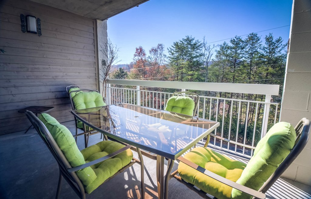 Photo of a Pigeon Forge Condo named Whispering Pines 623 - This is the second photo in the set.