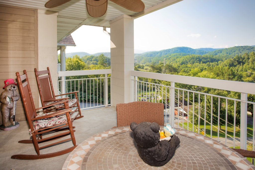 Photo of a Pigeon Forge Condo named Whispering Pines 553 - This is the fourth photo in the set.