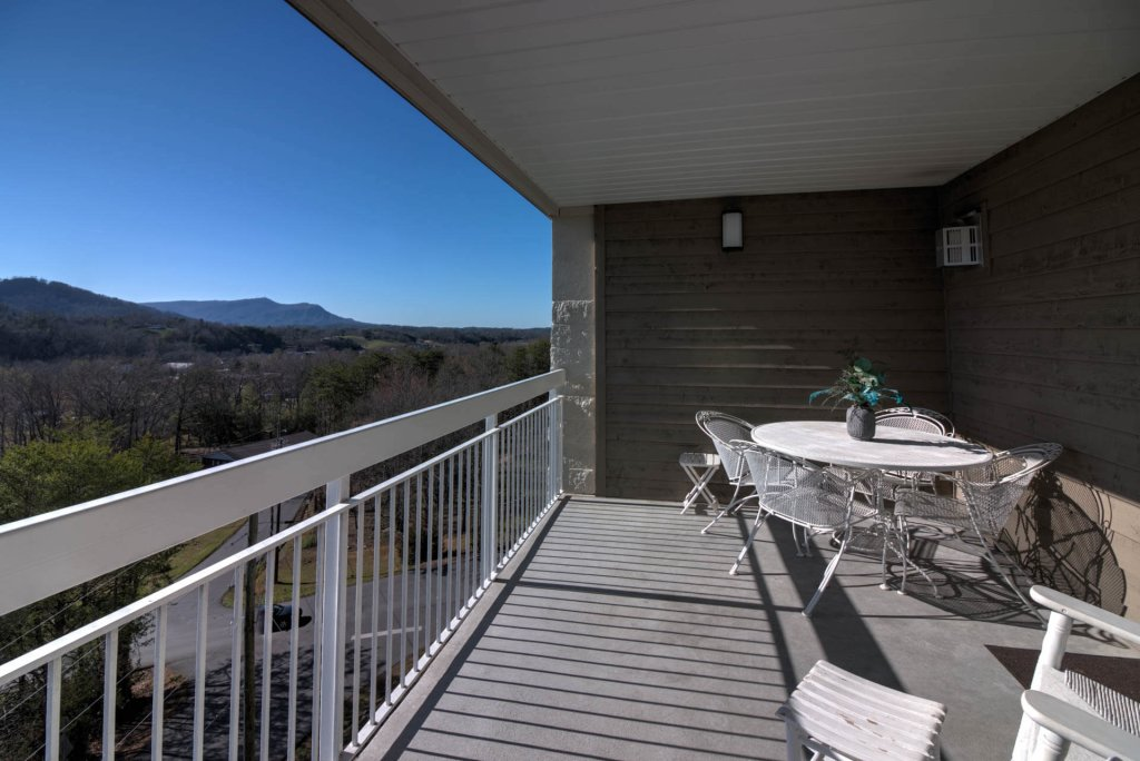 Photo of a Pigeon Forge Condo named Whispering Pines 654 - This is the third photo in the set.