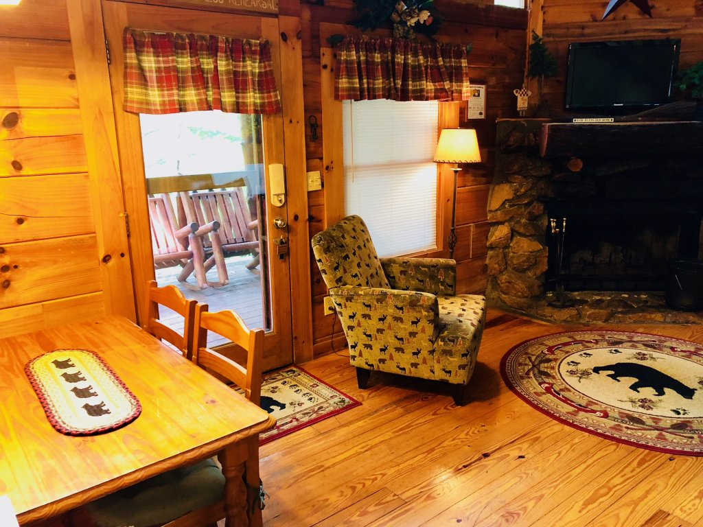 Photo of a Pigeon Forge Cabin named Secluded Escape - This is the fourteenth photo in the set.
