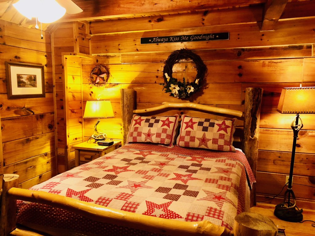 Photo of a Pigeon Forge Cabin named Secluded Escape - This is the eighteenth photo in the set.