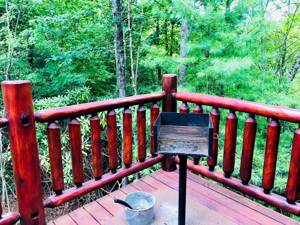 Photo of a Pigeon Forge Cabin named Secluded Escape - This is the seventh photo in the set.