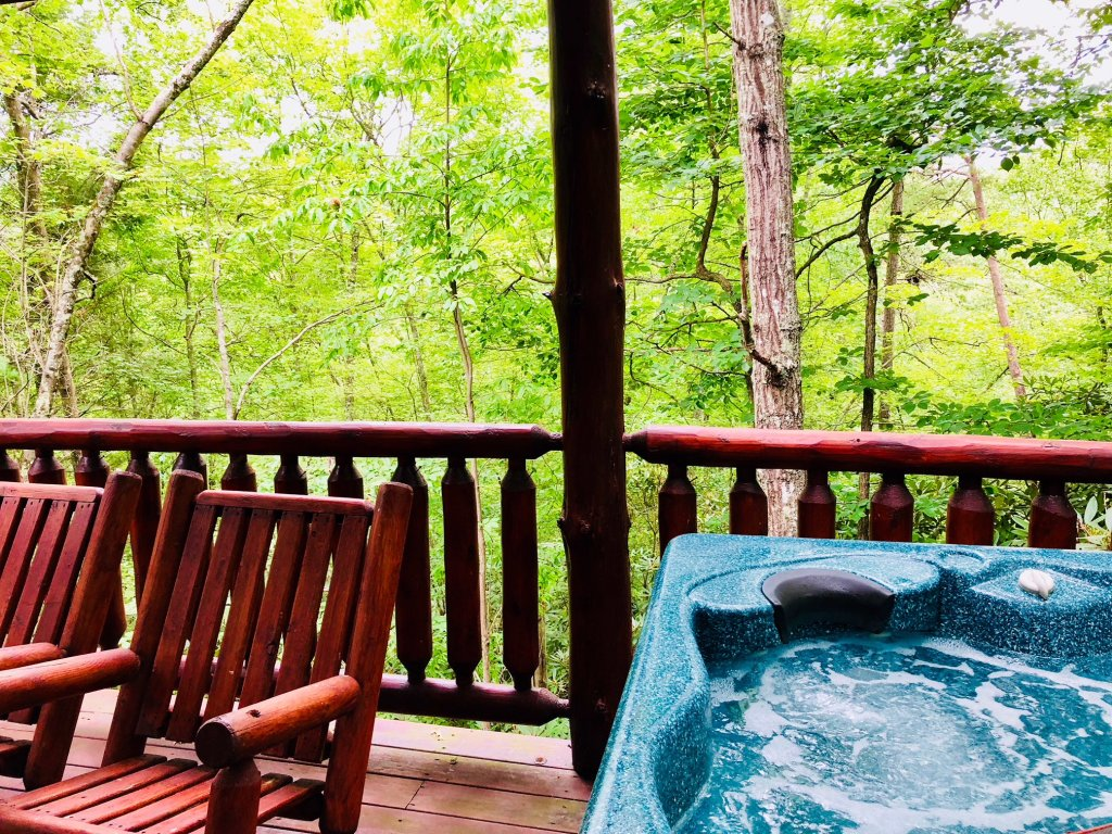 Photo of a Pigeon Forge Cabin named Secluded Escape - This is the sixth photo in the set.