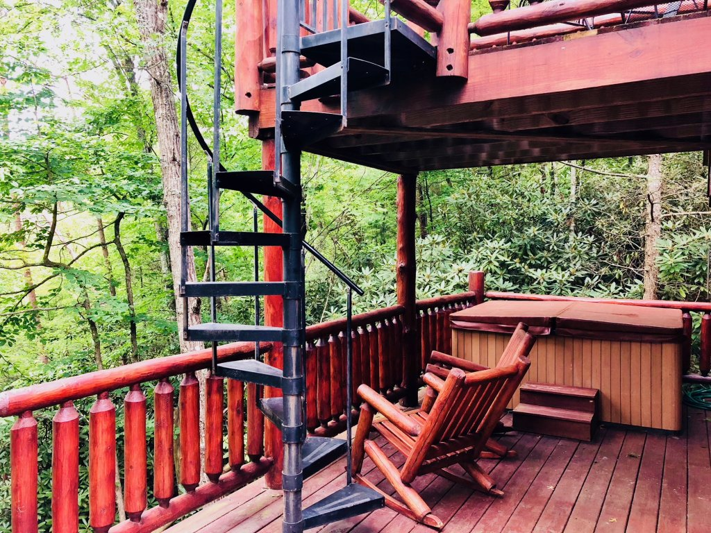 Photo of a Pigeon Forge Cabin named Secluded Escape - This is the third photo in the set.