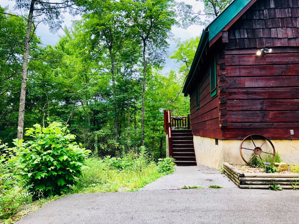 Photo of a Pigeon Forge Cabin named Secluded Escape - This is the tenth photo in the set.