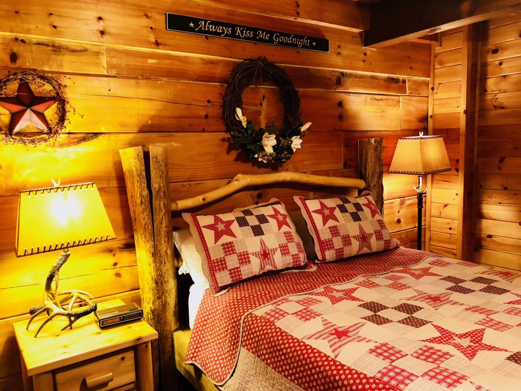 Photo of a Pigeon Forge Cabin named Secluded Escape - This is the seventeenth photo in the set.