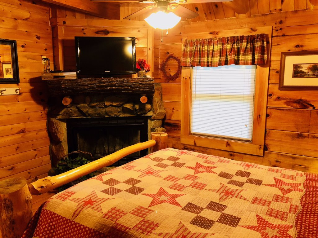 Photo of a Pigeon Forge Cabin named Secluded Escape - This is the sixteenth photo in the set.