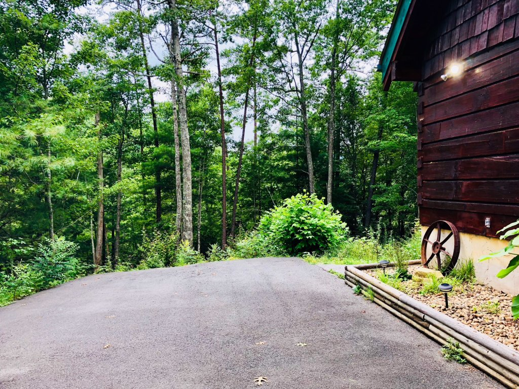 Photo of a Pigeon Forge Cabin named Secluded Escape - This is the eighth photo in the set.
