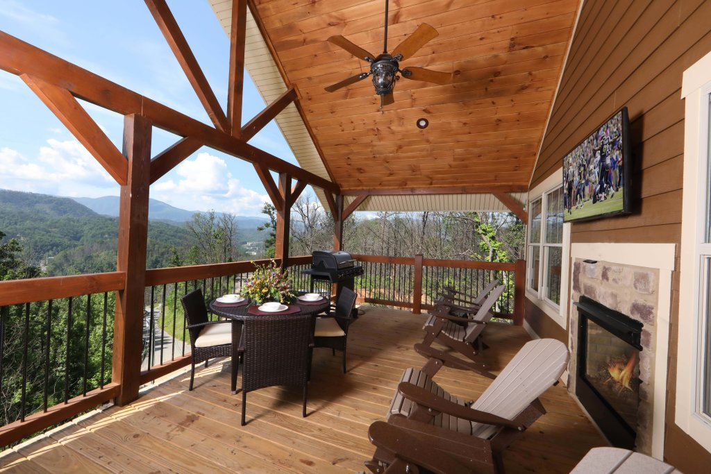 Photo of a Gatlinburg Cabin named Above It All - This is the seventh photo in the set.