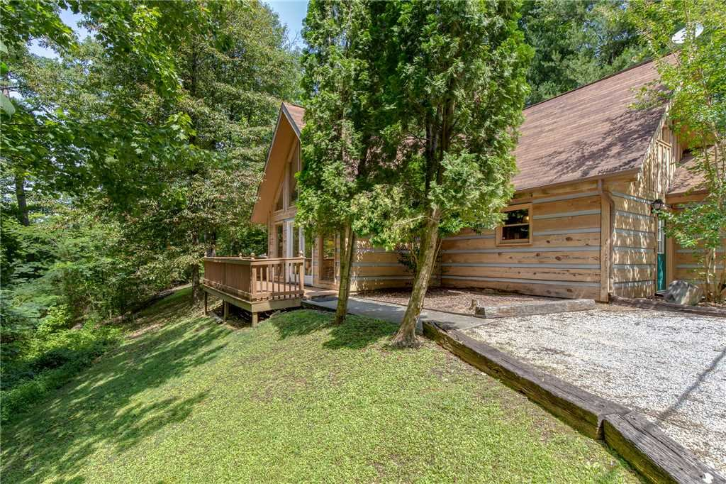 Photo of a Pigeon Forge Cabin named Bear Ridge - This is the twenty-first photo in the set.