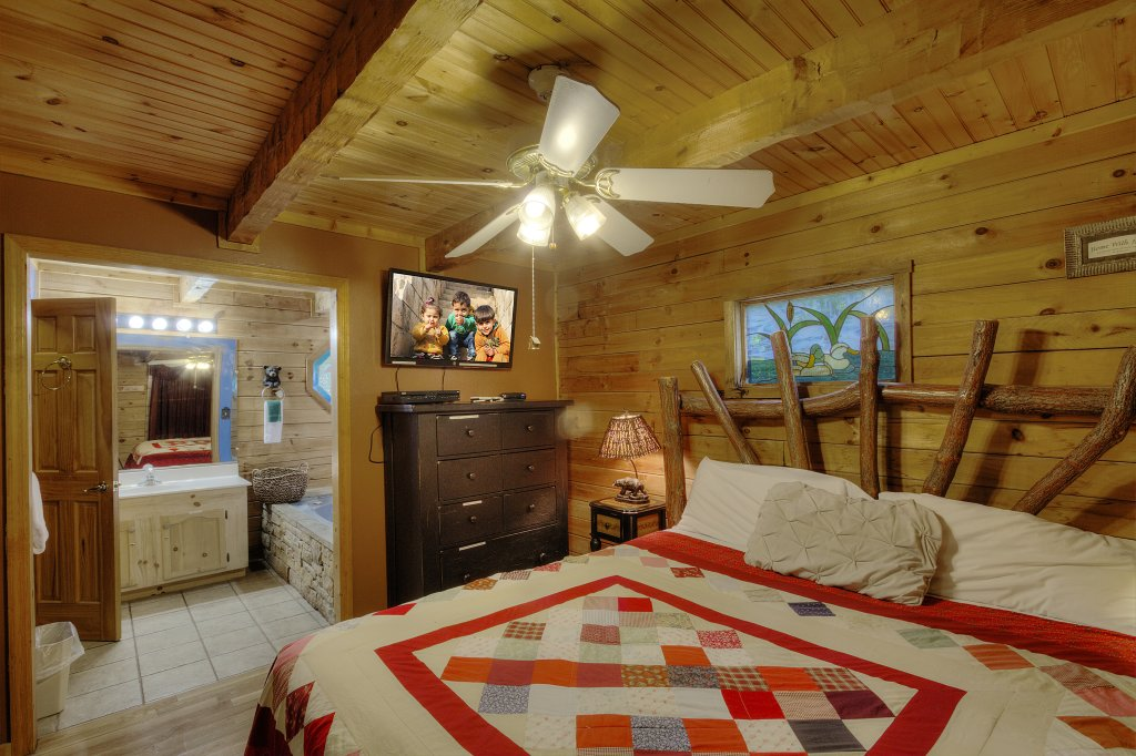 Photo of a Gatlinburg Cabin named Pure Pleasure Too #202 - This is the nineteenth photo in the set.
