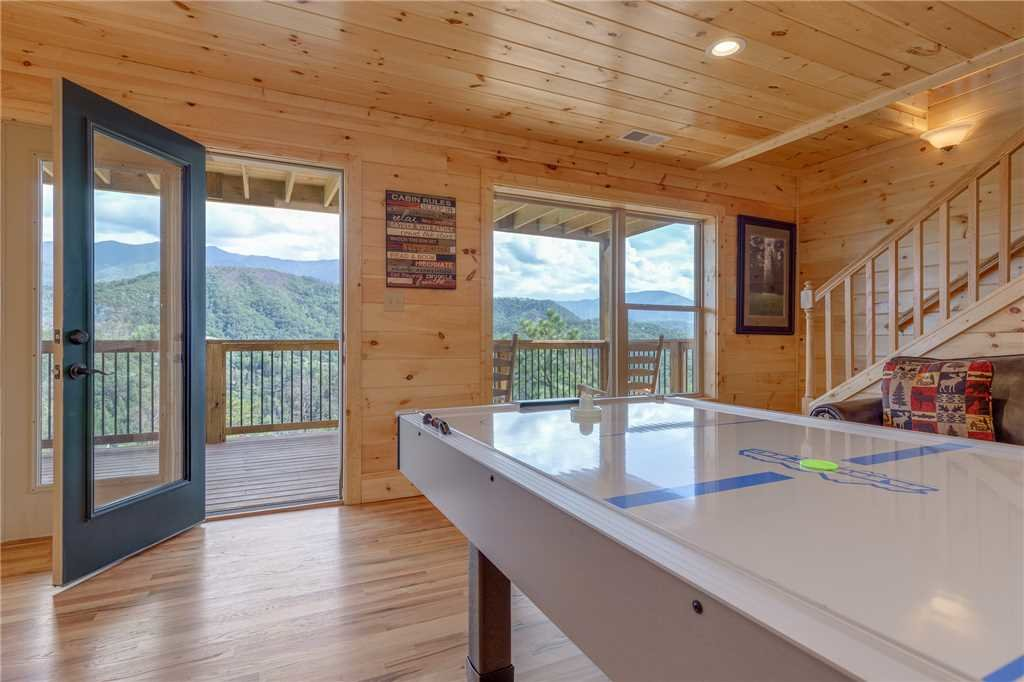Photo of a Gatlinburg Cabin named All About The View - This is the tenth photo in the set.