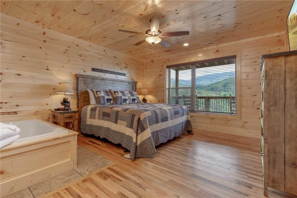 Photo of a Gatlinburg Cabin named All About The View - This is the fourteenth photo in the set.