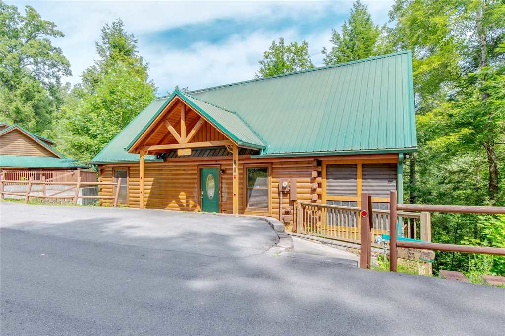 Photo of a Gatlinburg Cabin named Gentle Ben's Den - This is the thirty-second photo in the set.