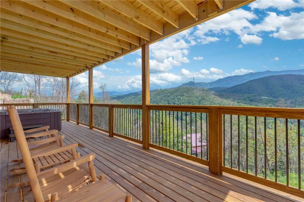 Photo of a Gatlinburg Cabin named All About The View - This is the thirty-fifth photo in the set.