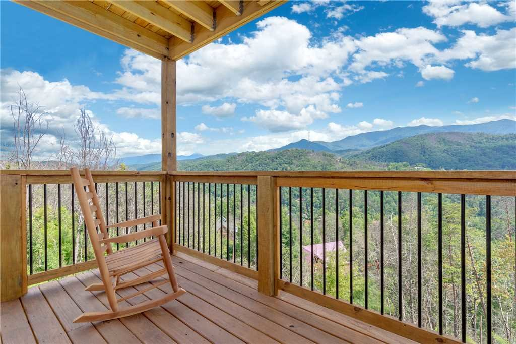 Photo of a Gatlinburg Cabin named All About The View - This is the thirty-sixth photo in the set.