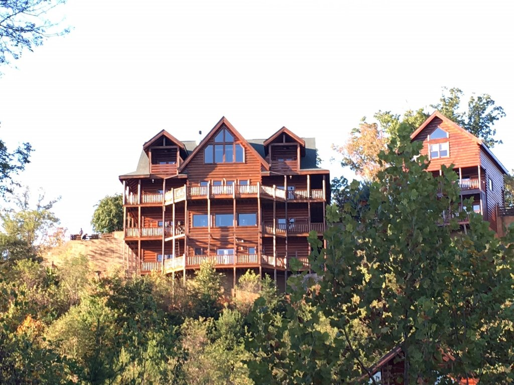 Photo of a Gatlinburg Cabin named Serenity Mountain Pool Lodge - This is the second photo in the set.