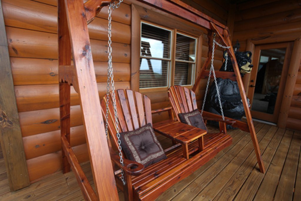 Photo of a Gatlinburg Cabin named Serenity Mountain Pool Lodge - This is the eleventh photo in the set.