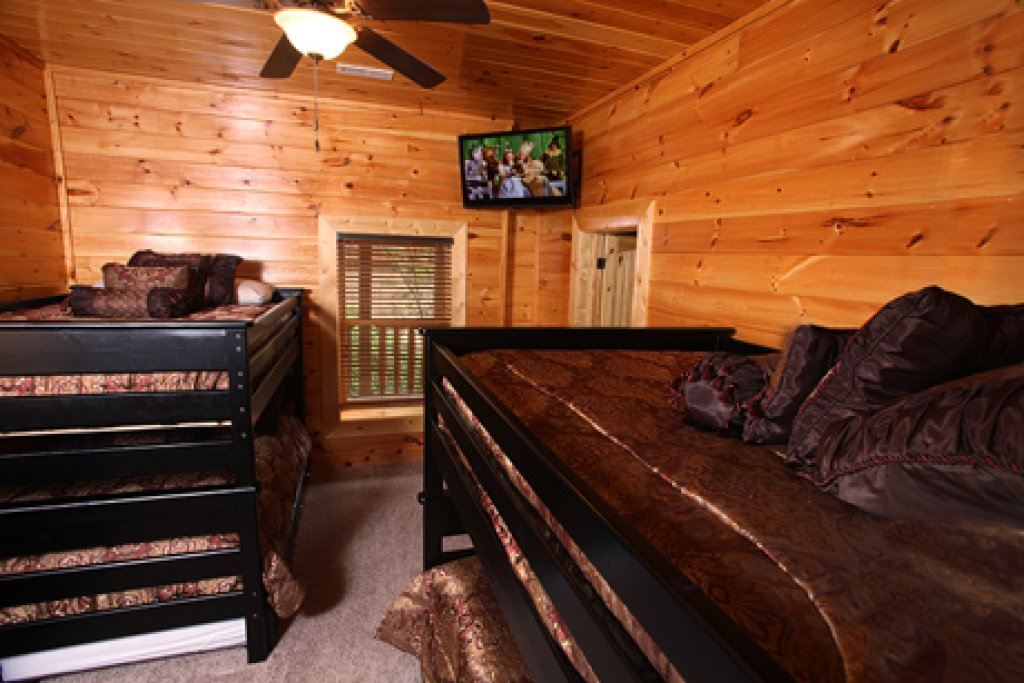 Photo of a Gatlinburg Cabin named Serenity Mountain Pool Lodge - This is the twenty-second photo in the set.