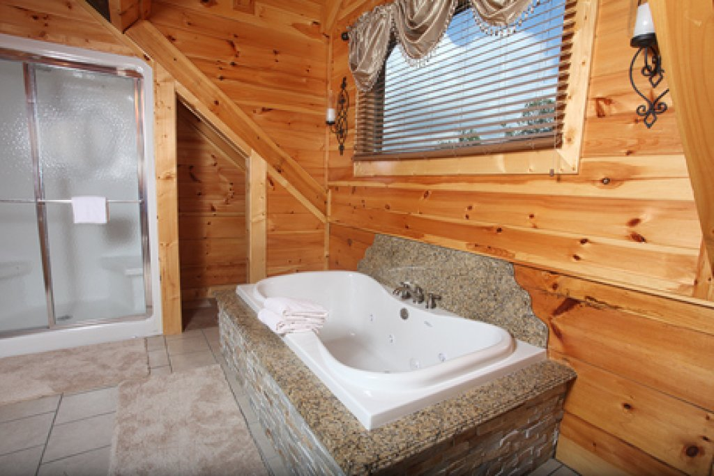 Photo of a Gatlinburg Cabin named Serenity Mountain Pool Lodge - This is the twenty-fifth photo in the set.