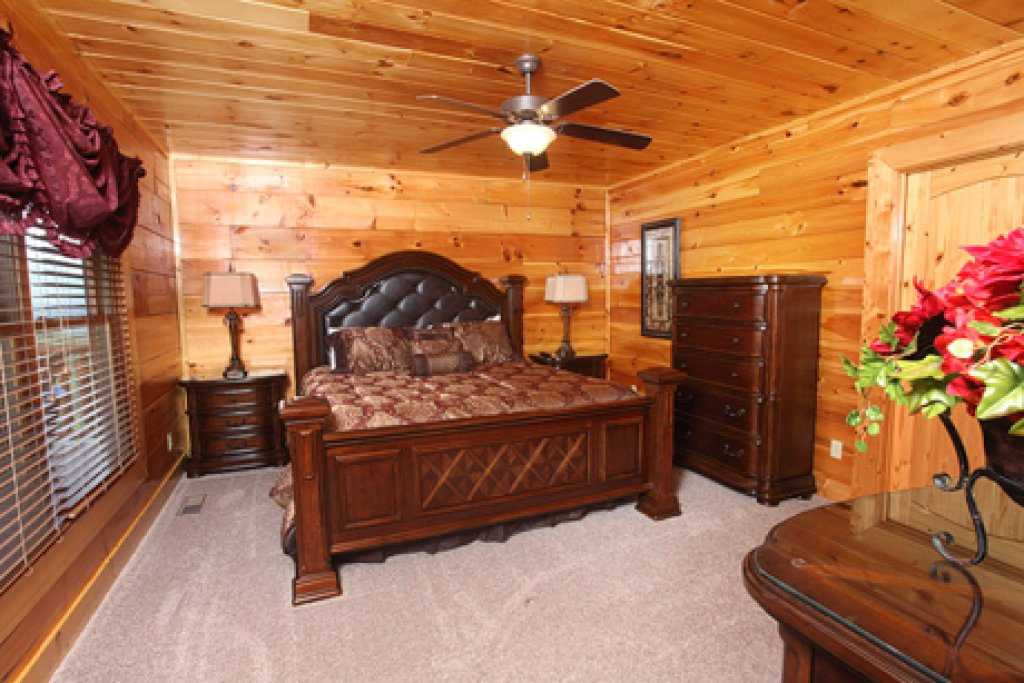 Photo of a Gatlinburg Cabin named Serenity Mountain Pool Lodge - This is the thirty-eighth photo in the set.