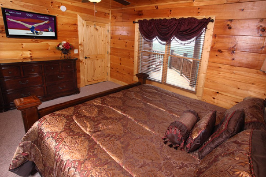 Photo of a Gatlinburg Cabin named Serenity Mountain Pool Lodge - This is the thirty-ninth photo in the set.
